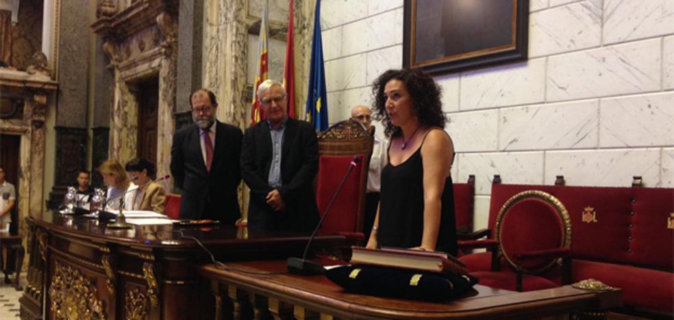 Neus Fábregas, nueva concejal de València en Comú tras prometer el cargo