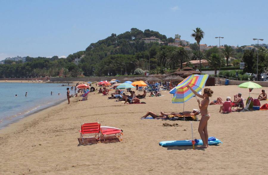 Fallece una bañista de 77 años en la playa de Dénia