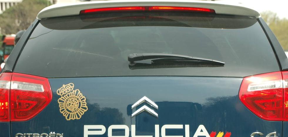 Agrede a un hombre con una sombrilla y le rompe el coche por una discusión de tráfico en Valencia