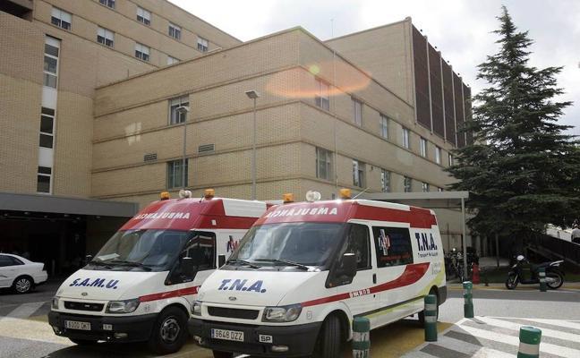 Dos heridas tras volcar un coche en una rotonda en Castellón