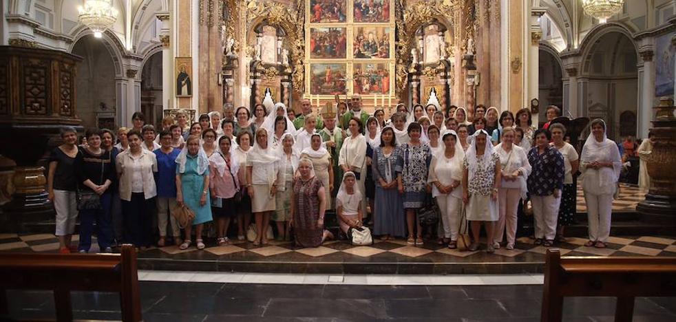 70 mujeres vírgenes de toda España celebran en Valencia la renovación de su propósito