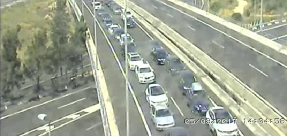 Un accidente entre dos vehículos en la AP-7 en Silla provoca colas de siete kilómetros