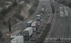 Mañana de congestiones en el 'by-pass' que llega a afectar a la A-3