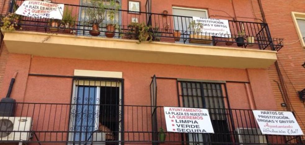 Velluters inicia una campaña de protestas por la subida de la prostitución y tráfico de drogas