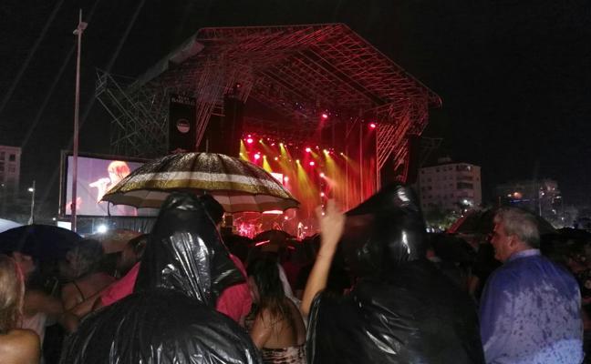 La lluvia suspende el concierto de Vanesa Martín e India Martínez en Gandia