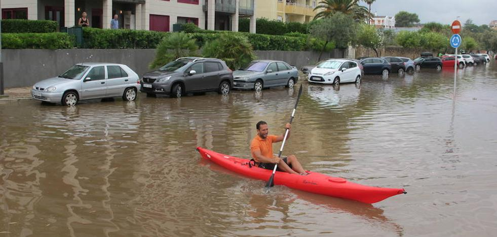 El mar engulle la playa de Les Deveses en Dénia tras lluvias de 80 litros