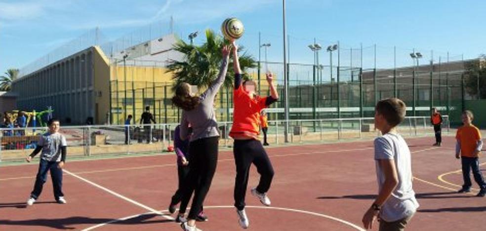 El Síndic insta a los centros deportivos a instalar desfibriladores para los niños