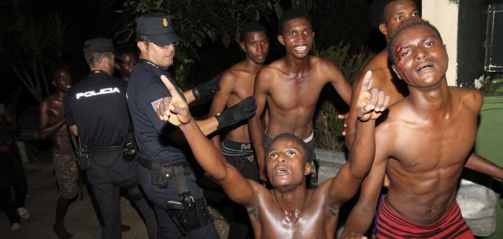 Marruecos repele otro intento de entrada en Ceuta de unos 200 inmigrantes
