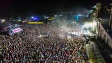 El viento dificulta la víspera del Festival Medusa de Cullera