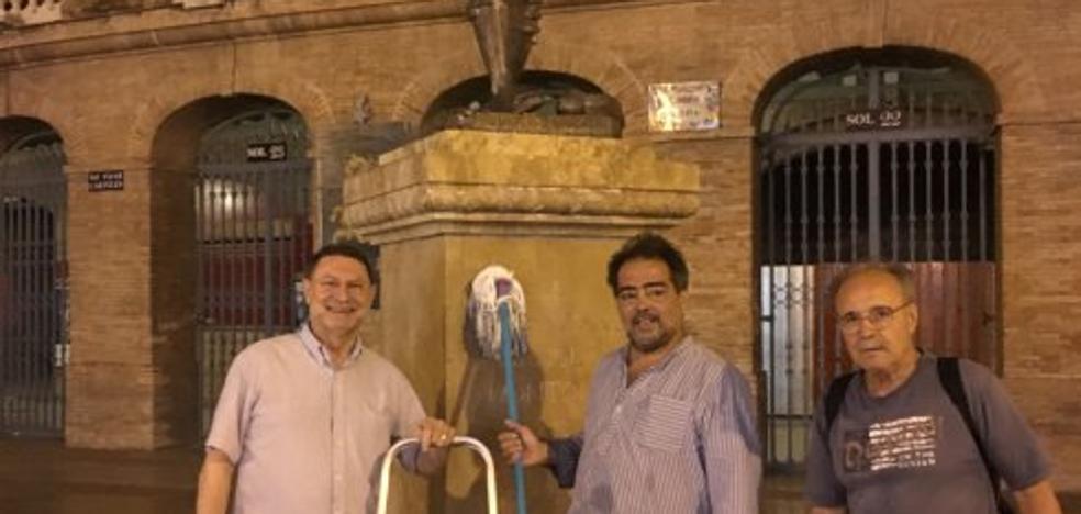 «No limpiaban la estatua de Montoliu porque no les daba la gana»