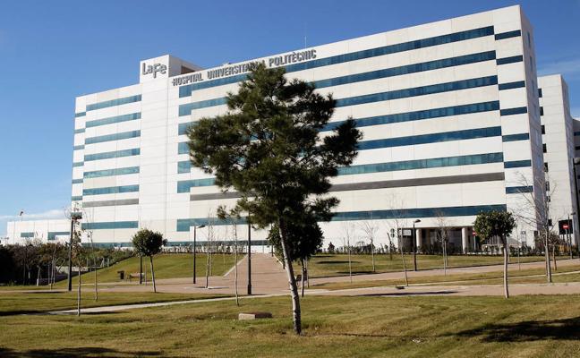 Sanidad busca médicos en toda España para cubrir bajas en Urgencias del hospital La Fe de Valencia