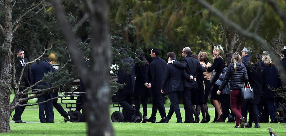Máxima de Holanda entierra a su padre