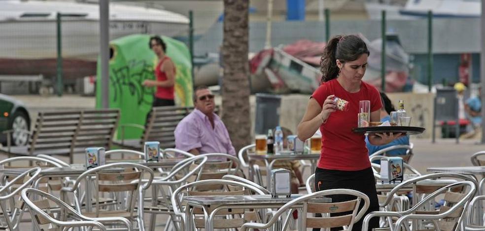 La ocupación en el sector servicios aumenta en todas las regiones, excepto en la Comunitat Valenciana