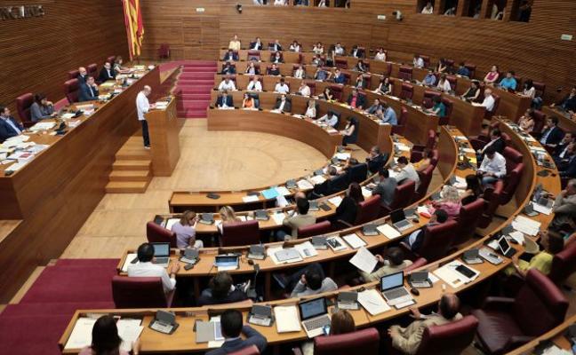 El tripartito frena cinco comparecencias del Consell en Les Corts que pedía la oposición