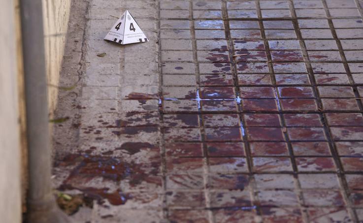 Fotos de la acera tras el apuñalamiento de la Avenida Burjassot