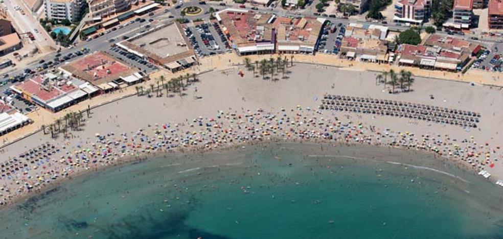 Dos detenidos por 16 hurtos a bañistas en la playa del Arenal de Xàbia