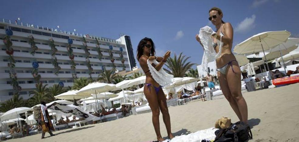 Muere un joven de 28 años al caer desde un tercer piso en Ibiza