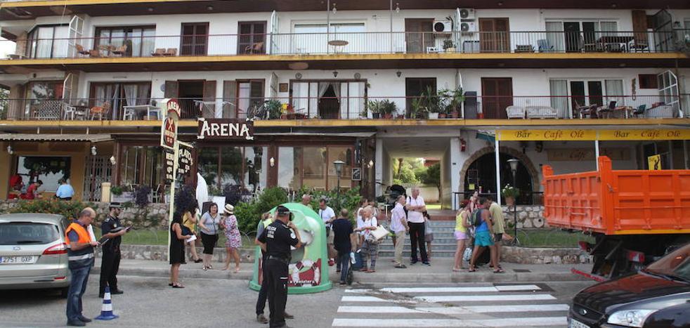 Desalojan una treintena de viviendas en Dénia por problemas estructurales en el edificio