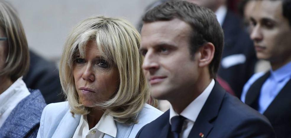 Los Macron, acosados por un fotógrafo