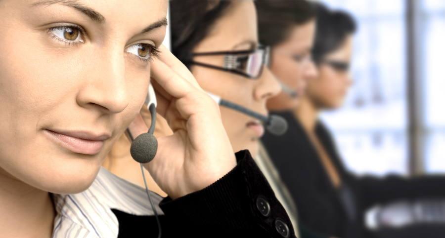 Facua denuncia en la Comunitat a once bancos por utilizar teléfonos 901 y 902 para la atención al cliente