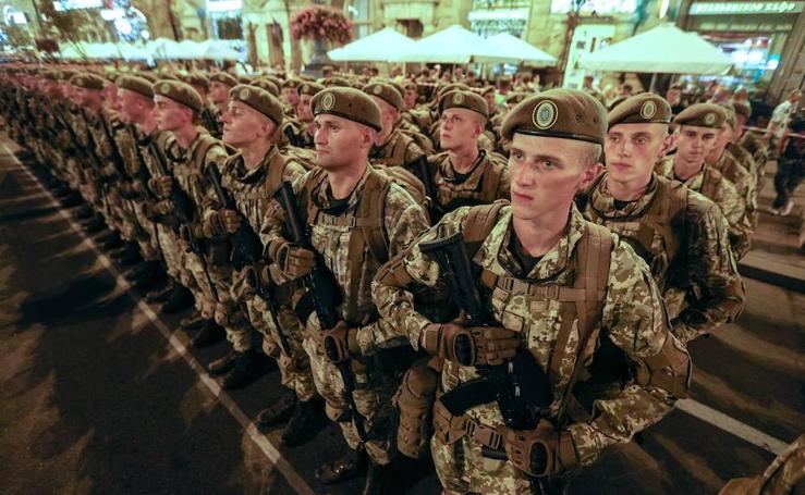 Fotos de un ensayo de desfile militar en Kiev, Ucrania