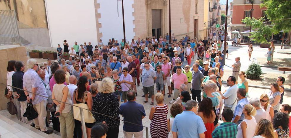 Minutos de silencio en la Marina Alta en repulsa de los atentados en Cataluña
