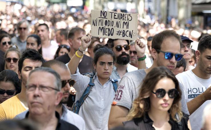 Multitudinario rechazo a los atentados de Cataluña
