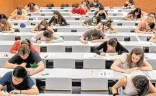 Los universitarios que suspendan aún pagarán las tasas más altas de la historia