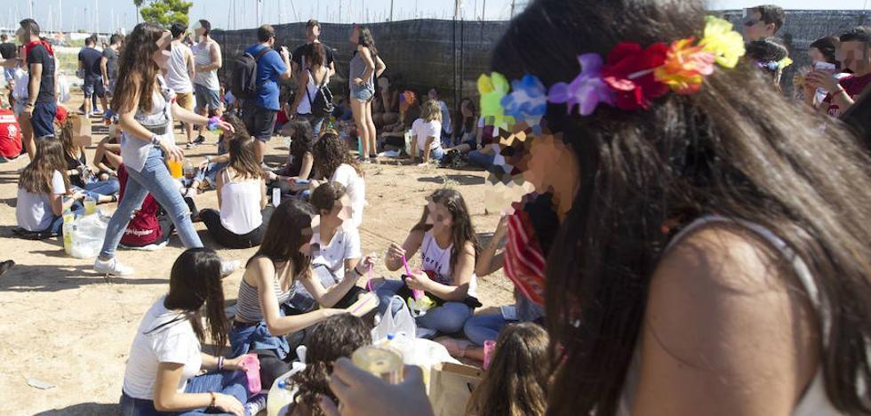 La práctica de botellón baja entre los jóvenes valencianos mientras aumenta el 'binge drinking'
