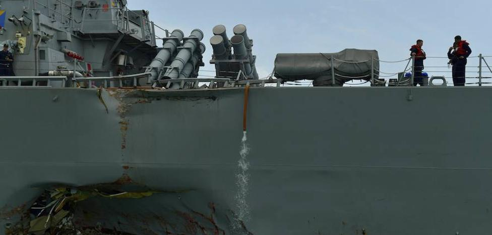 Diez marinos estadounidenses desparecen tras una colisión de un destructor