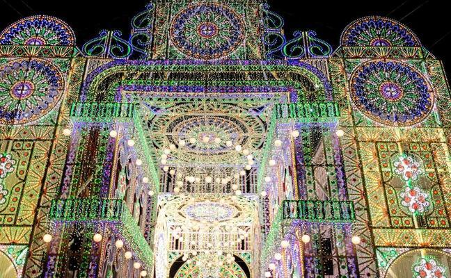 Polonia, como si de la calle Cuba en Fallas se tratara durante su Festival de las Luces