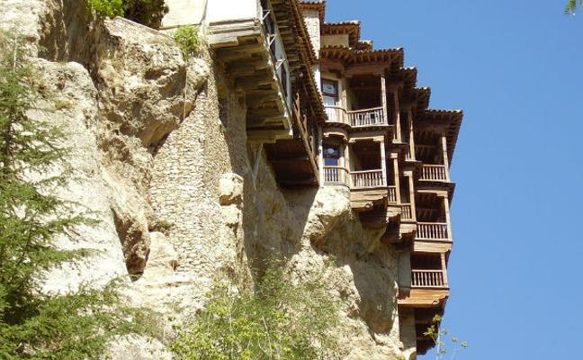 Cuenca, una ciudad llena de color que desafía la ley de la gravedad