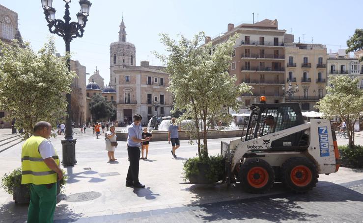 Fotos de la instalación de maceteros contra ataques terroristas
