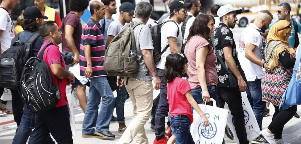 España ha acogido a 1.888 refugiados con la llegada hoy de un nuevo grupo de 164