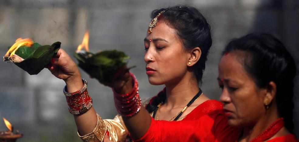 Bailes a todo color en el «Teej Festival» de Nepal
