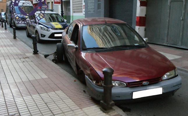 Un hombre sin carnet que cuadruplicaba la tasa de alcohol se empotra en Castellón