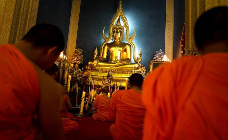 Fotos de la arraigada tradición budista en Bangkok