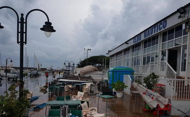Un tornado toca tierra en Burriana y deja daños materiales en su Club Náutico