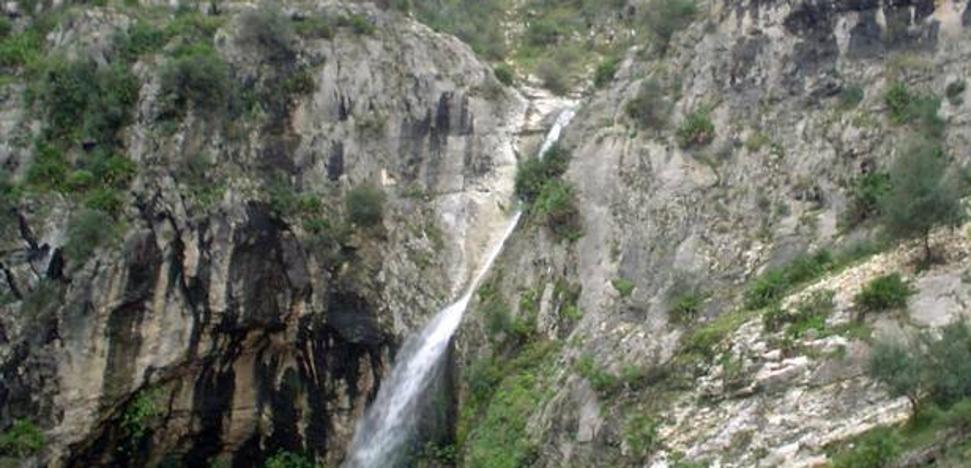 Rescatan a una pareja de senderistas en Sierra Helada