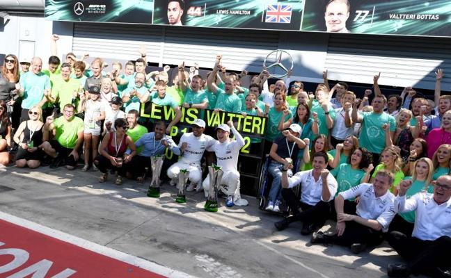Hamilton reconquista el templo de Ferrari