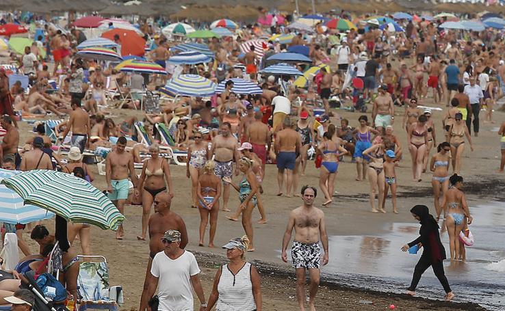 Fotos de la playa de la Malvarrosa este verano