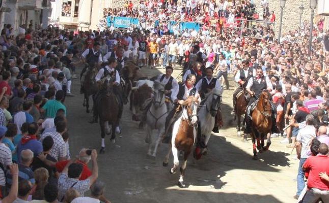 Segorbe celebra sus célebres entradas de toros y caballos