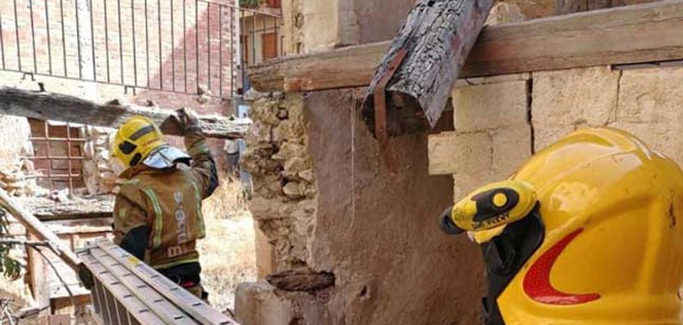 Se derrumba un edificio de cuatro plantas en el casco antiguo de Xixona