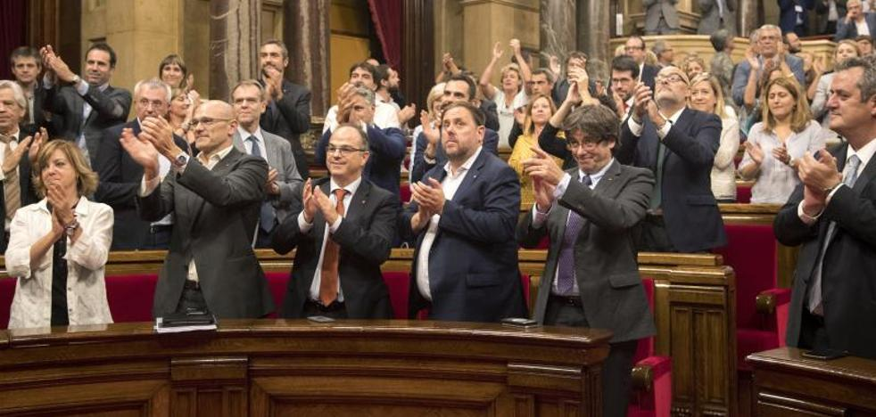 El independentismo replica al Constitucional aprobando la ley de la desconexión
