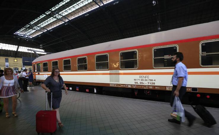 Fotos del tren histórico de Renfe en la Estación del Norte