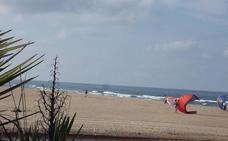 La Guardia Civil busca a una bañista desaparecida en la playa de Oliva