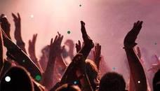 El trabajo soñado de muchos: 27.000 euros al año por acudir a fiestas