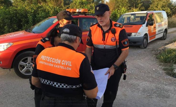 Fotos de las fuerzas de seguridad buscando la vaca de Burriana