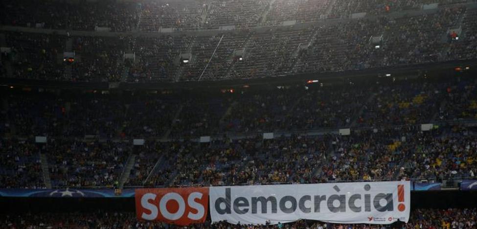 El independentismo se adueña del Camp Nou