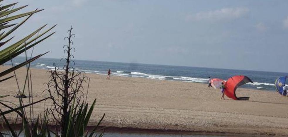 Suspenden la búsqueda de la mujer que desapareció en la playa de Oliva